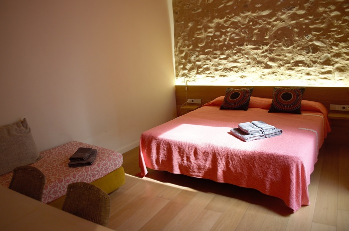 Room Somniem in Can Bo de Pau, Salt, Girona 0